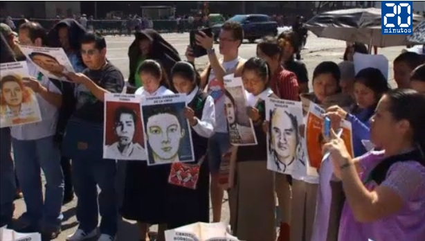Familiares de 43 estudiantes desaparecidos en México se reúnen con gobierno