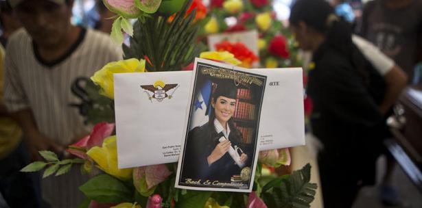 Sepultan restos de Miss Honduras y su hermana; familiares piden justicia