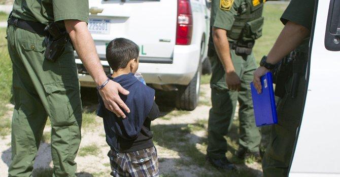Sólo un tercio de niños inmigrantes en EEUU tiene abogado que los represente