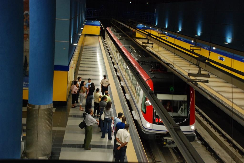 Detienen jóvenes intentaron abrir puerta de emergencia del Metro