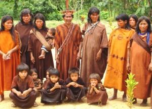 Premian cuatro indígenas peruanos que murieron defendiendo sus bosques