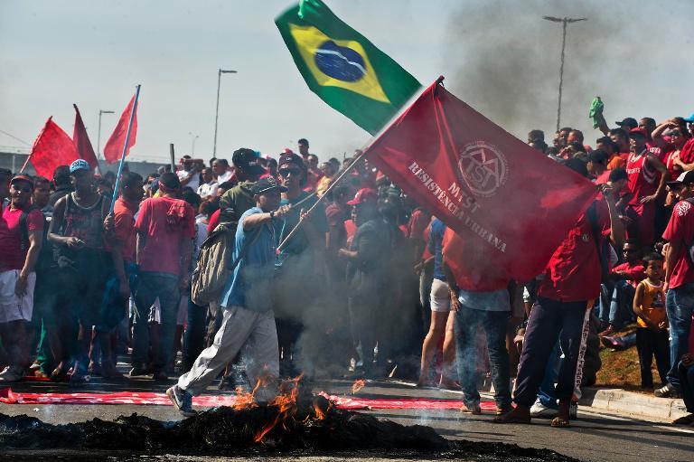 Unas tres mil personas protestan en Sao Paulo contra reelección de Rousseff