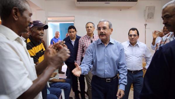 Presidente Medina visita productores de cacao en Hato Mayor