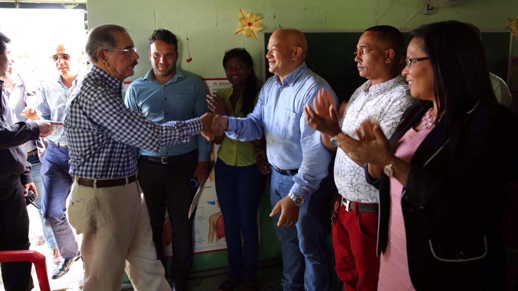 Presidente Danilo Medina visita ganaderos en SFM