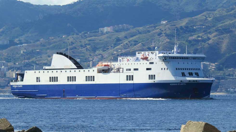 """Guardacostas italianos informan de la evacuación total de pasajeros del ferry """"Norman Atlantic"""""""
