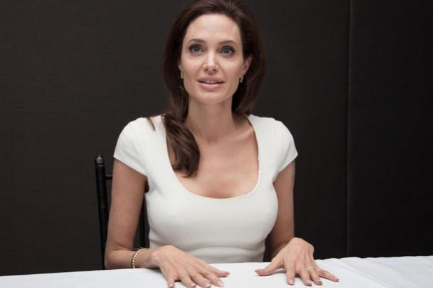 """""""Anoche descubrí que tengo varicela, así que estaré en casa con picazón"""" dice Angelina Jolie"""