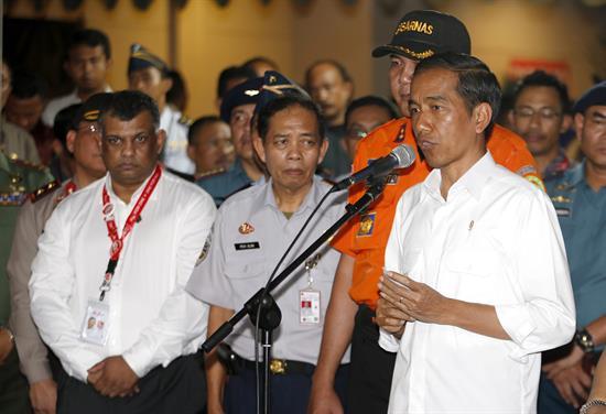 Indonesia se centra en recuperar cadáveres y cajas negras del AirAsia