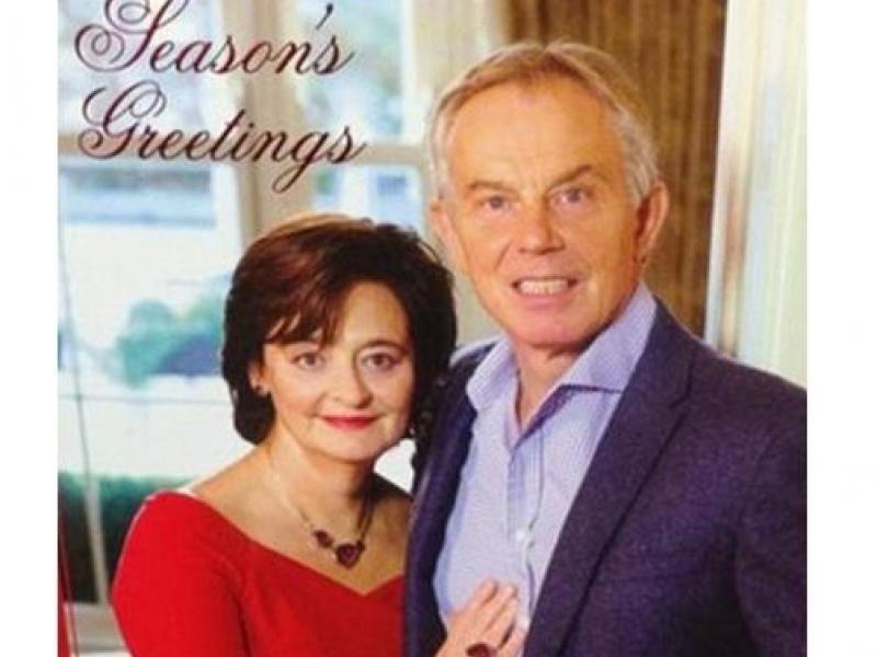 Felicitación navideña de Tony Blair causa debate en Twitter