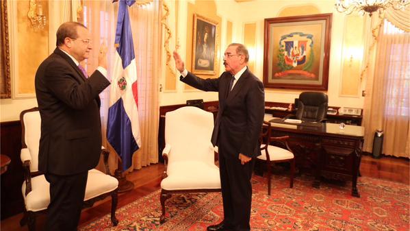Presidente Medina juramenta embajador de RD en Washington