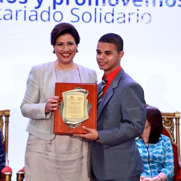 Vicepresidencia entrega premio Voluntariado Solidario
