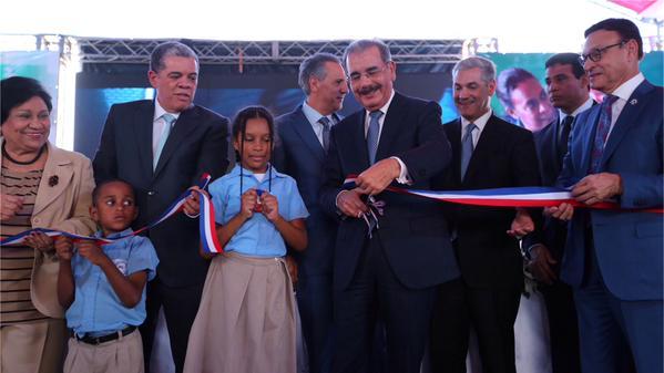 Medina entrega 51 escuelas en 22 provincias; se completan las 10 mil aulas