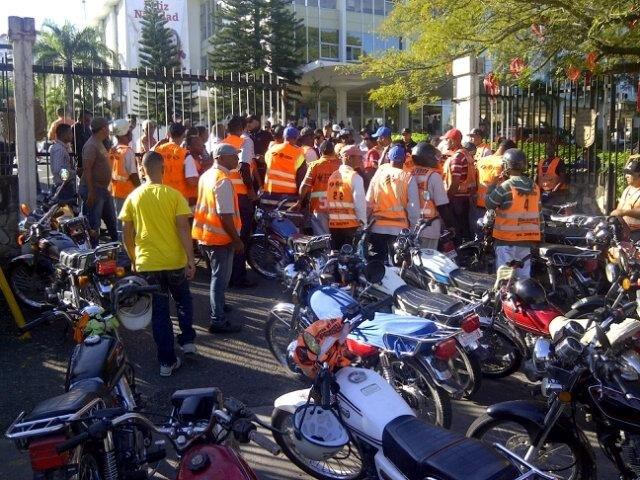Motoconchistas protestan en rechazo de ampliación de rutas