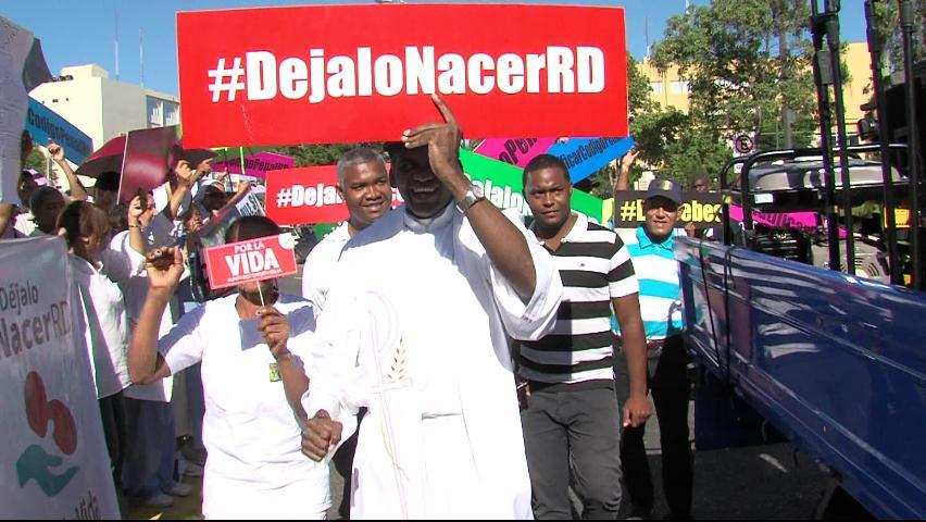 Cientos de religiosos se concentran frente al Congreso