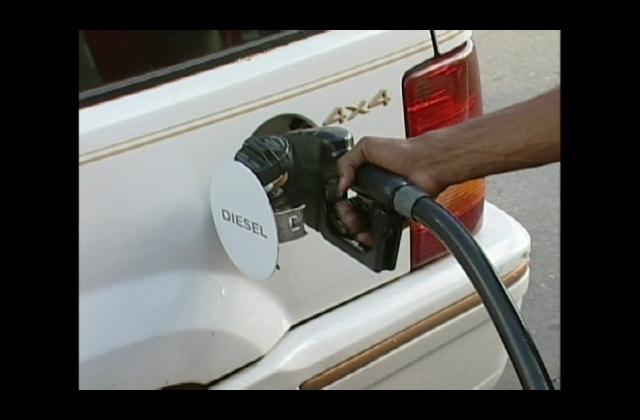 Precios de los combustibles deberían estar más bajos, según análisis