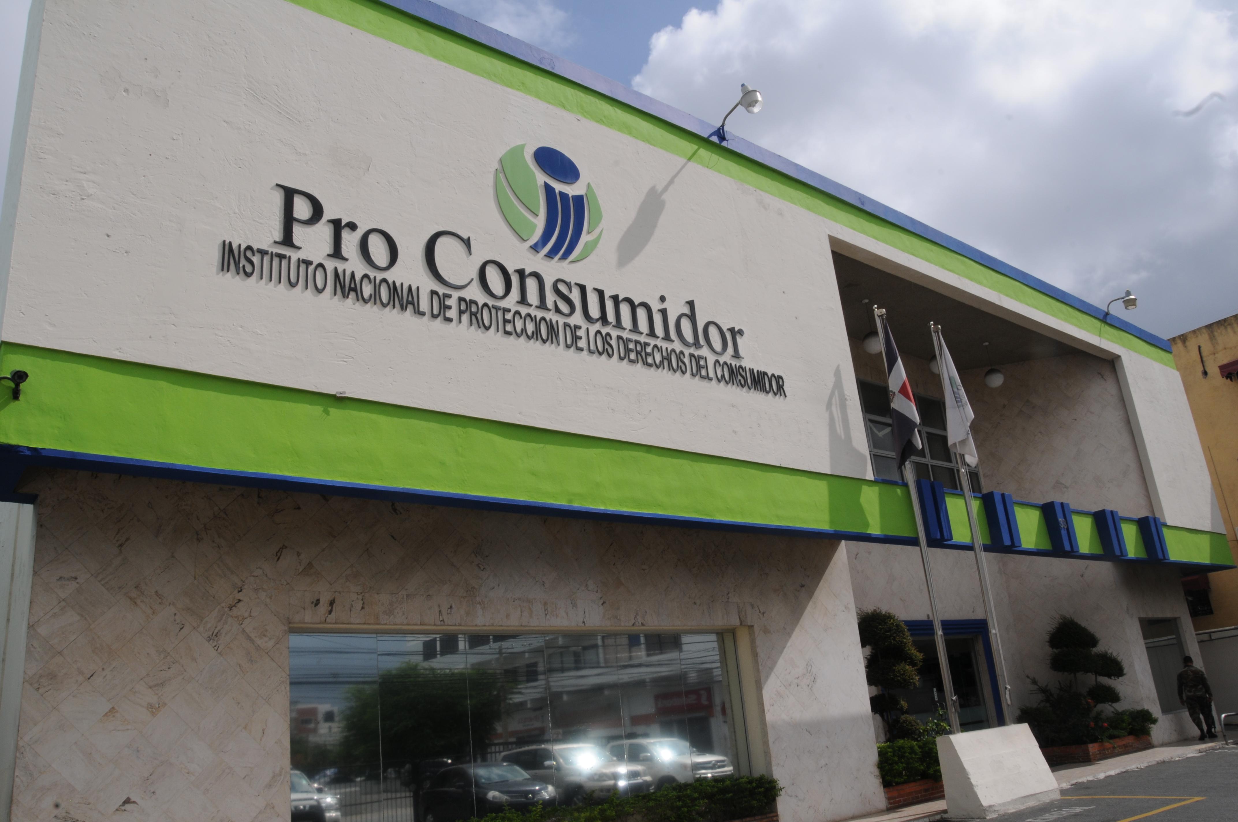 Pro Consumidor decomisa 206 mil 304 productos vendidos en mal estado durante 2014