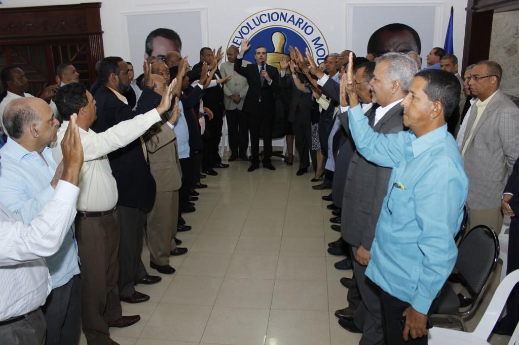 Luis Abinader recibe respaldo de altos dirigentes provinciales