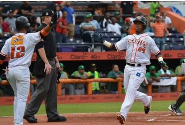 Gigantes siguen invictos en semifinal del béisbol dominicano