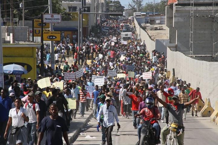 Protestan en Haití pidiendo renuncia de Michel Martelly