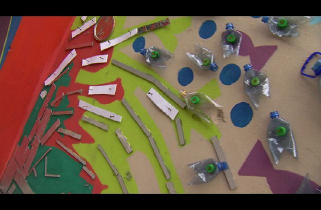 Estudiantes del Colegio Don Bosco embellecen su entorno con material reciclado