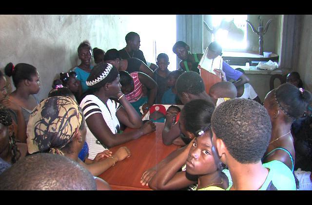 Familiares velan restos de dos hombres muertos durante balacera en Haina