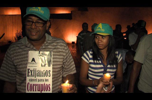 Cientos prenden luces contra la corrupción en varias partes del país