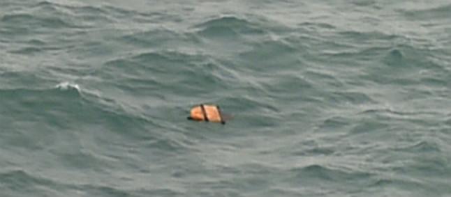Hallados en el mar de Java cadáveres y restos del avión de AirAsia