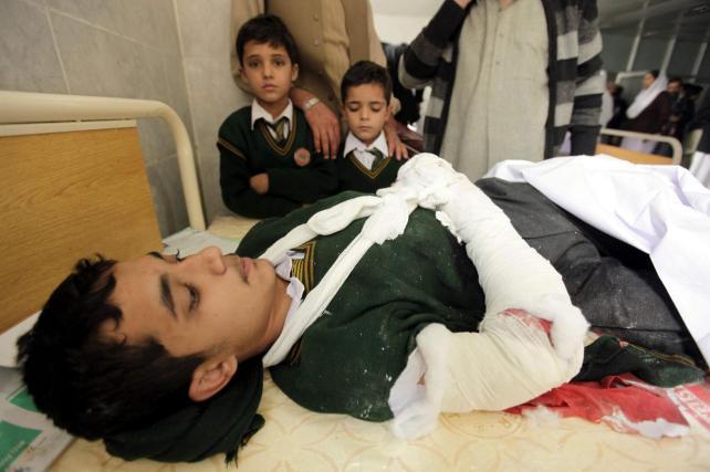 ¡Tragedia! Talibanes atacan colegio y mueren 126 personas, en su mayoría niños