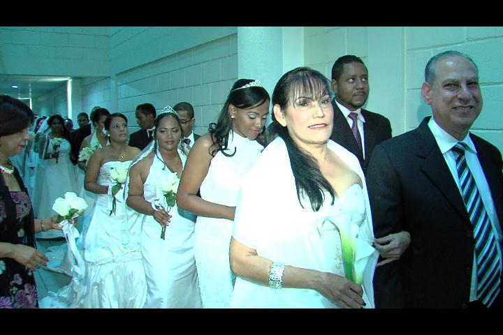 Más de 50 parejas evangélicas se casan en boda colectiva