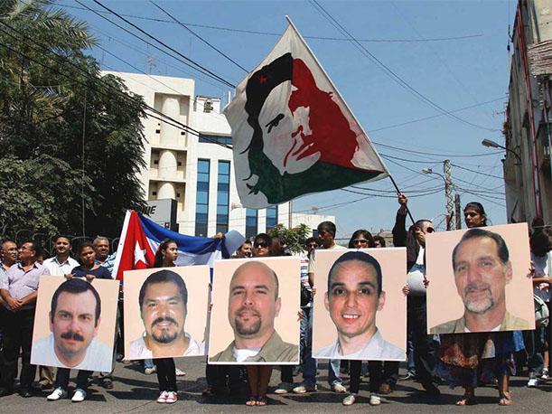 Raúl Castro recibió en La Habana a los tres agentes cubanos liberados