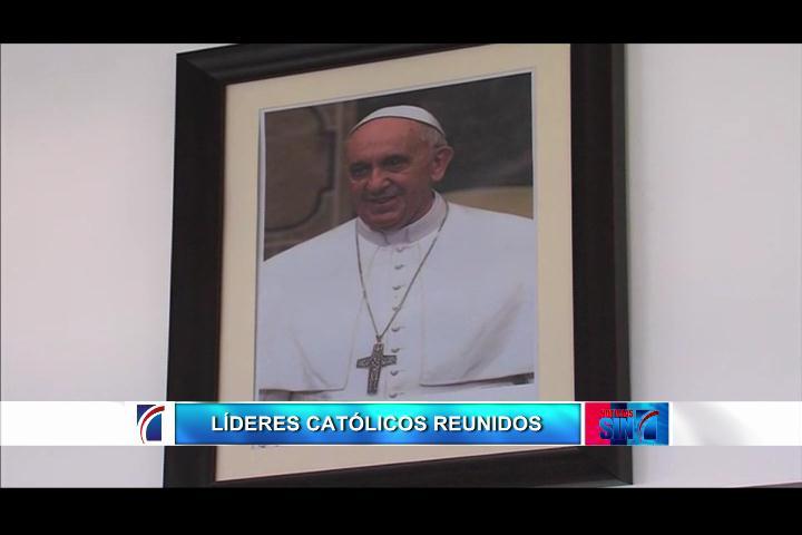 Obispos se encuentran reunidos en la Conferencia del Episcopado
