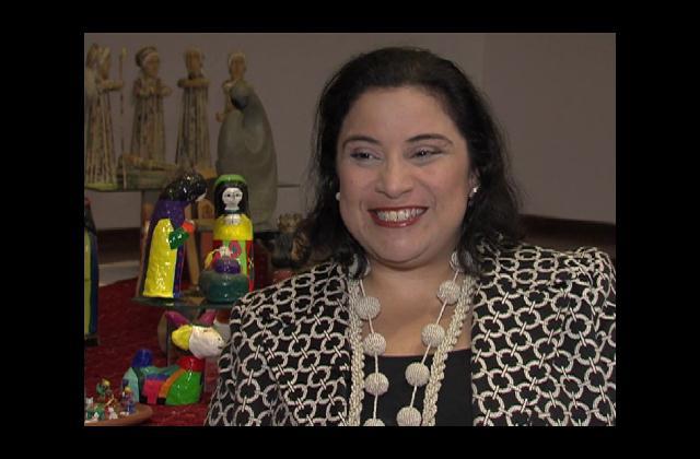 Luisa De Peña colecciona belenes que representan la navidad