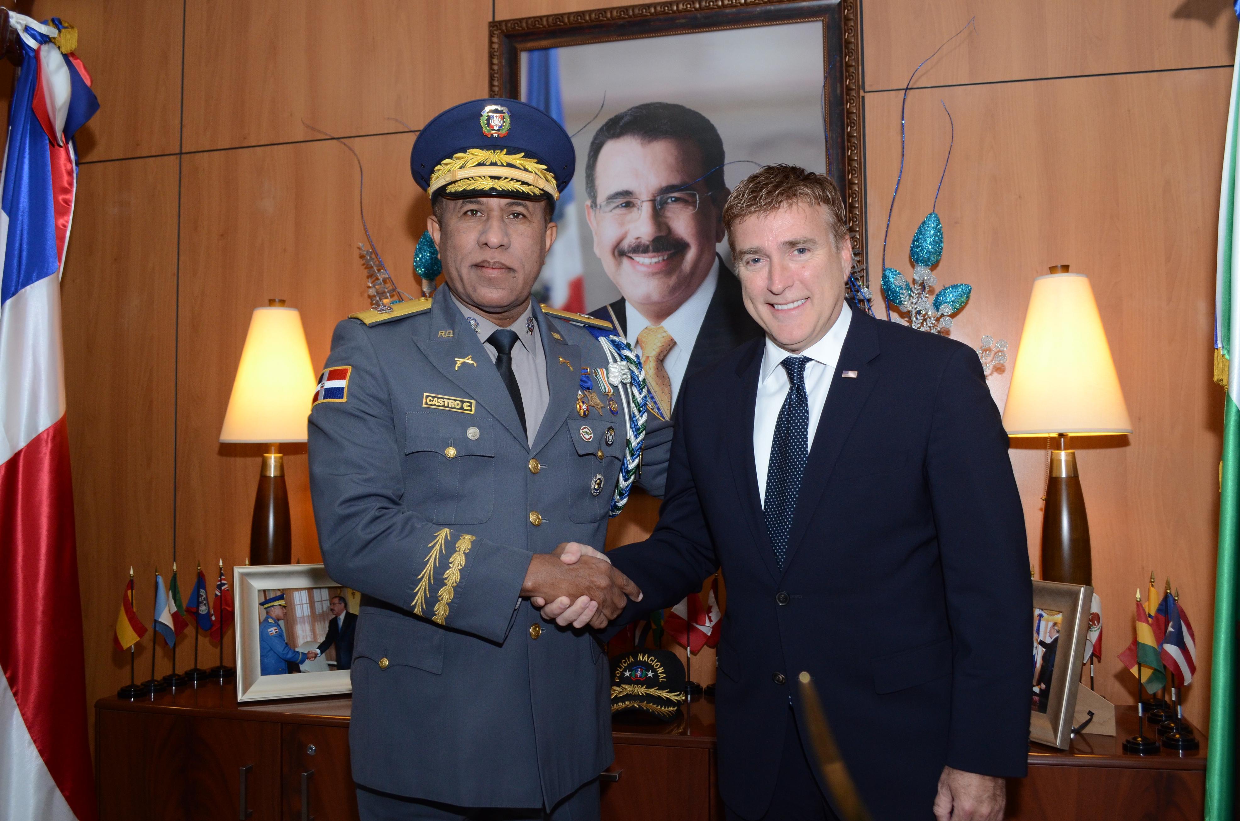 Embajador de EU y Jefe PN sostienen encuentro para tratar seguridad ciudadana