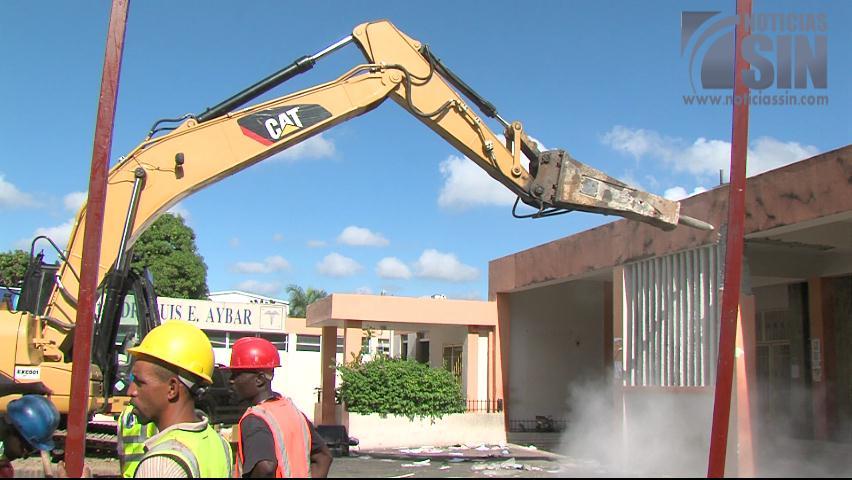 Inician demolición del hospital Luis Eduardo Aybar