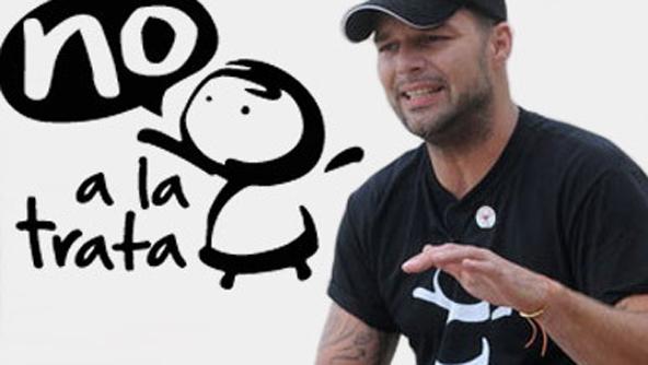 Fundación Ricky Martin vende accesorio de lujo para combatir trata humana