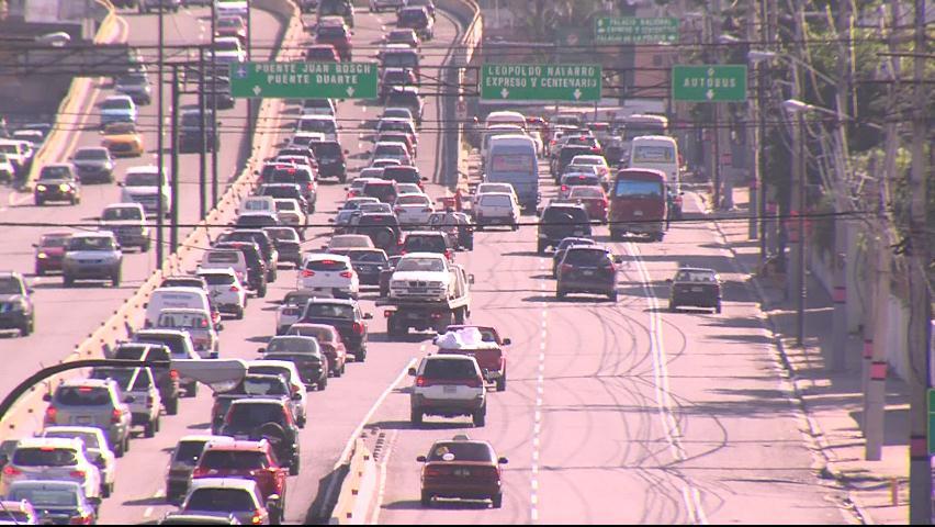 Aumenta tráfico vehicular en principales avenidas de la capital