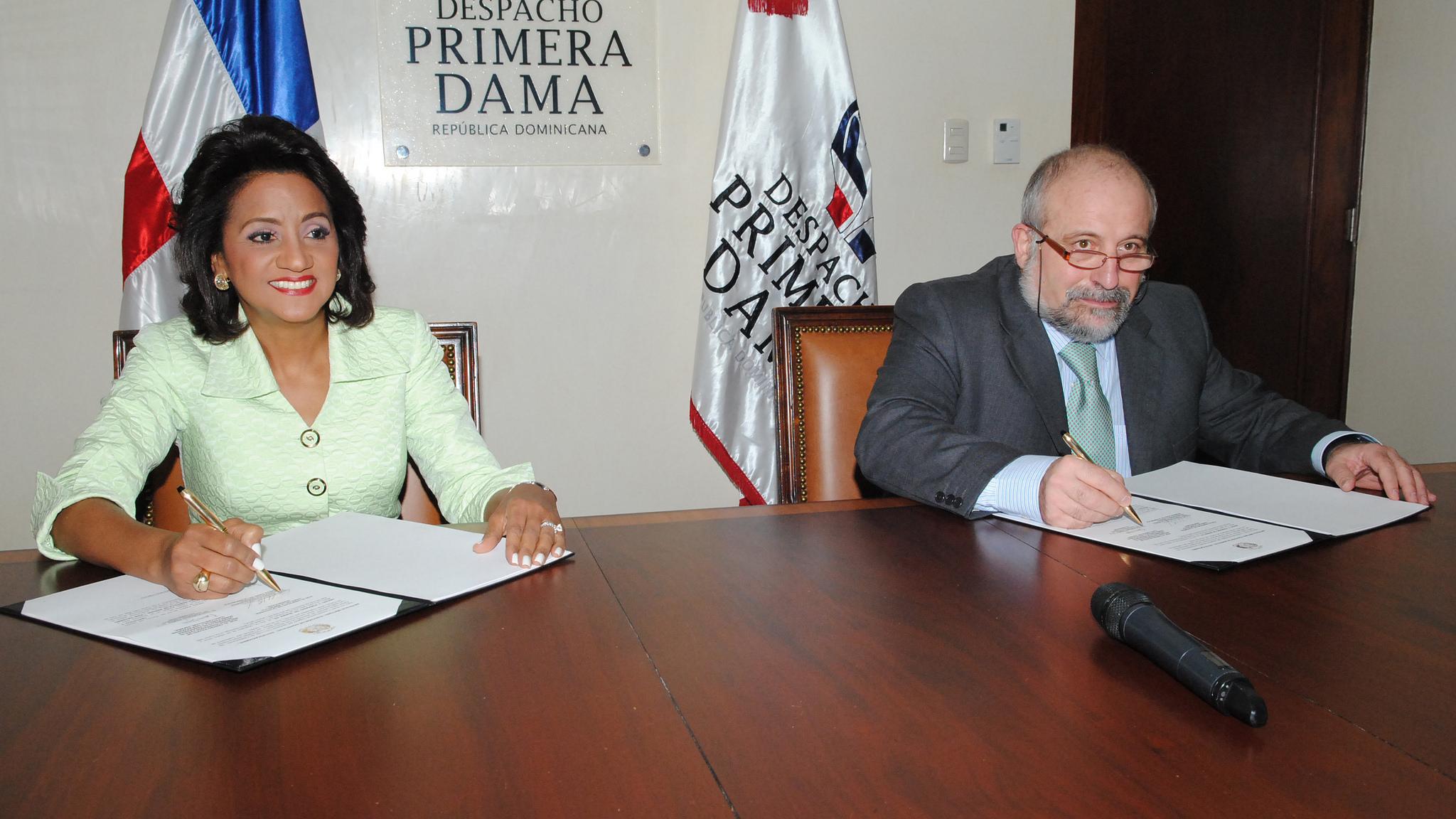 Primera Dama firma convenio mejorará atención niños con habilidades diferentes