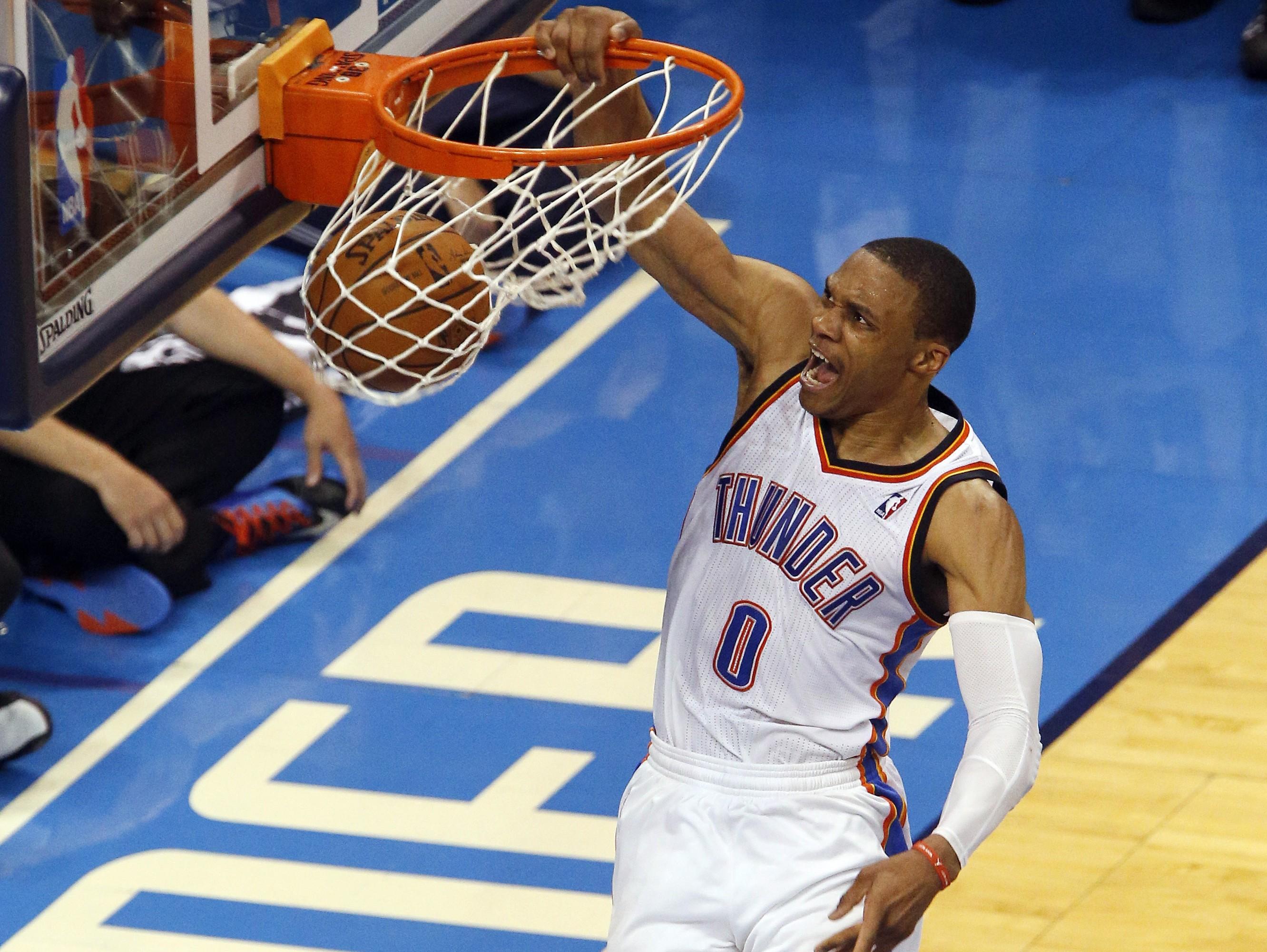 Westbrook brilla con triple-doble y se acerca a marca histórica; pierde James