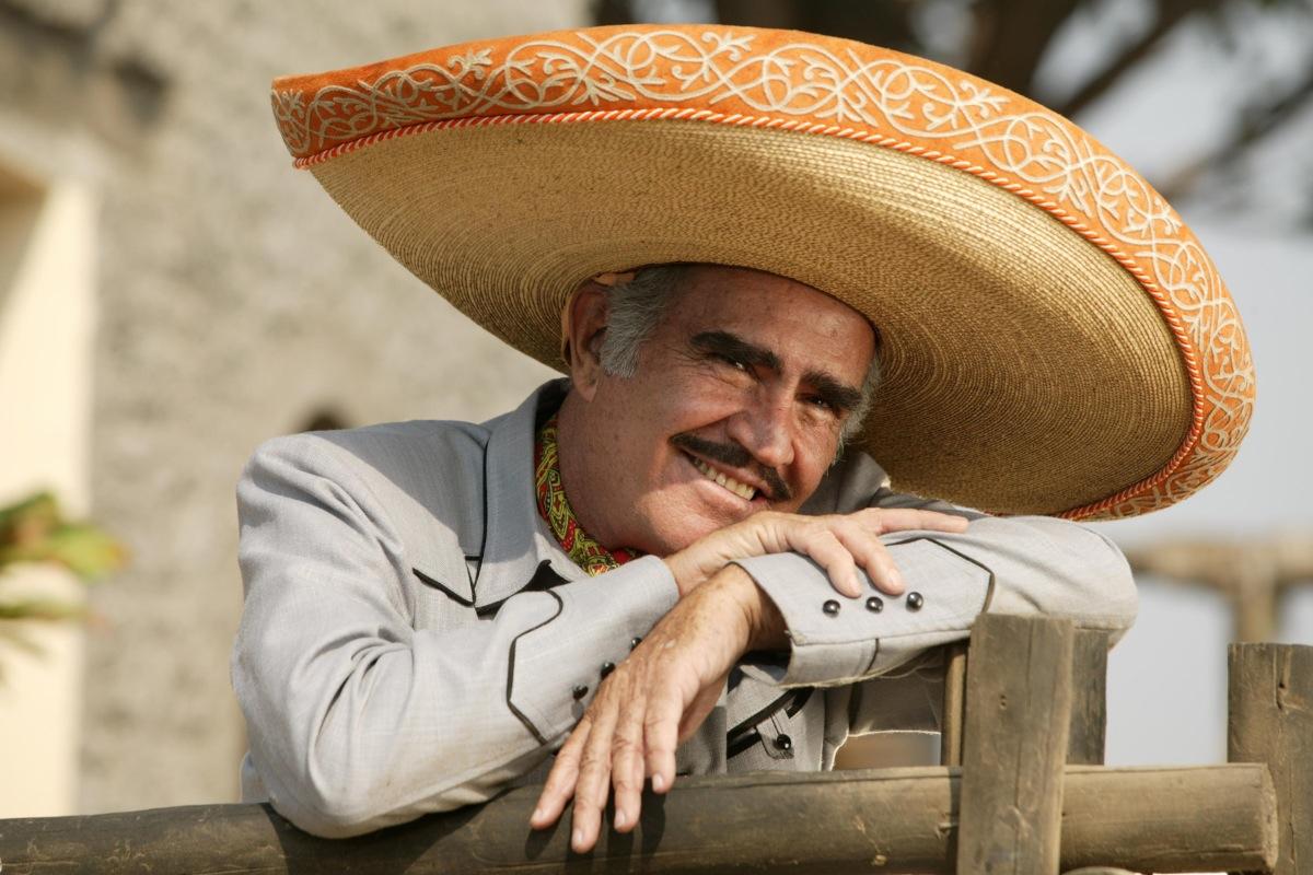 Vicente Fernández publicará disco grabado en su despedida en el Azteca