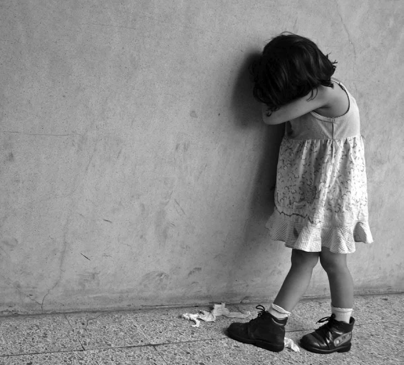 Mujer denuncia hombre raptó a su hija de cinco años en Boca Chica