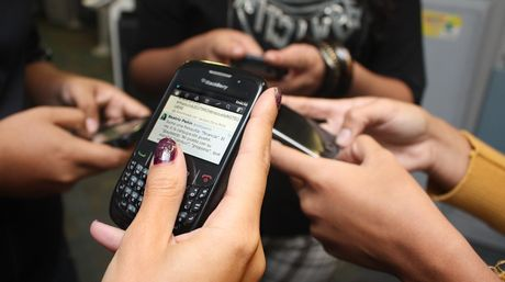 Número de teléfonos inteligentes supera el de computadores en uso en Brasil