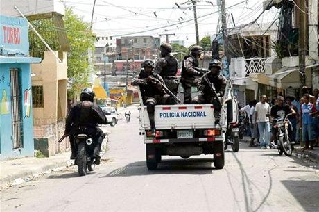 Reclaman prisión para agente policial que supuestamente mató a joven en SPM