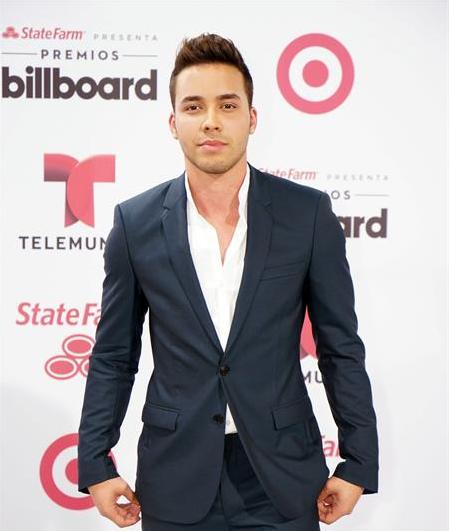 Estrellas de música y televisión engalanan noche de Premios Billboard