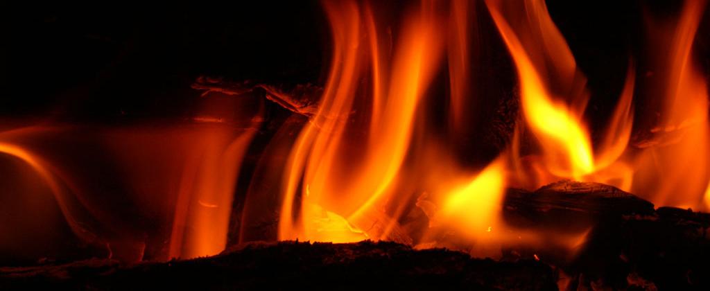 Incendio destruye mercancías de una tienda en Andrés Boca Chica