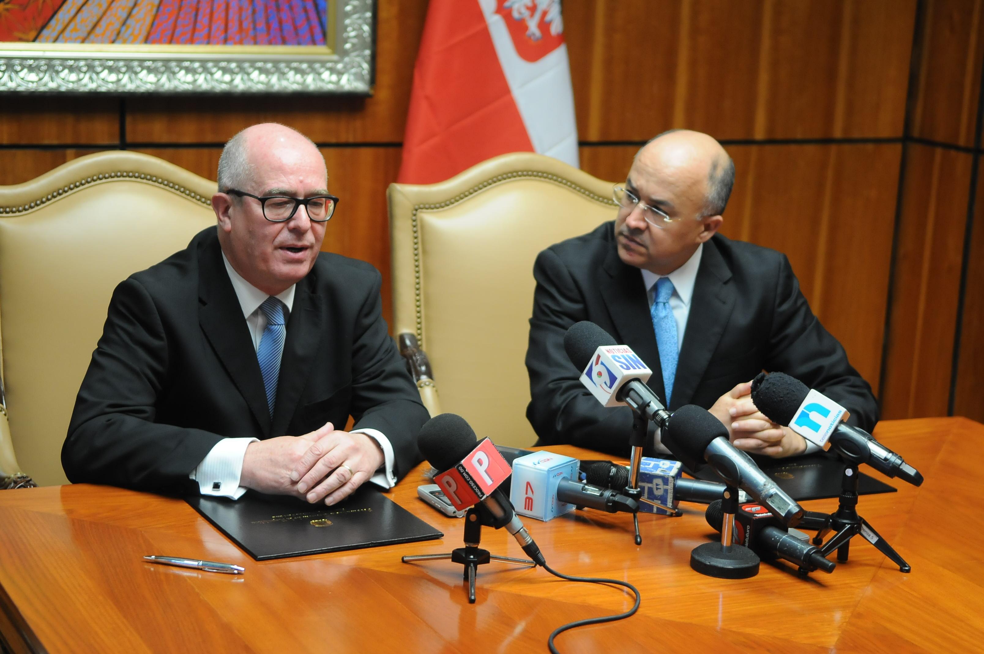 Procuradurías dominicana y polaca firman memorándum de cooperación jurídica