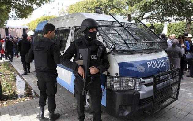 Ocho militares muertos y diez heridos en un tiroteo en un cuartel en Túnez