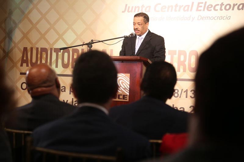 Presidente de la JCE propone reglamento para deportaciones