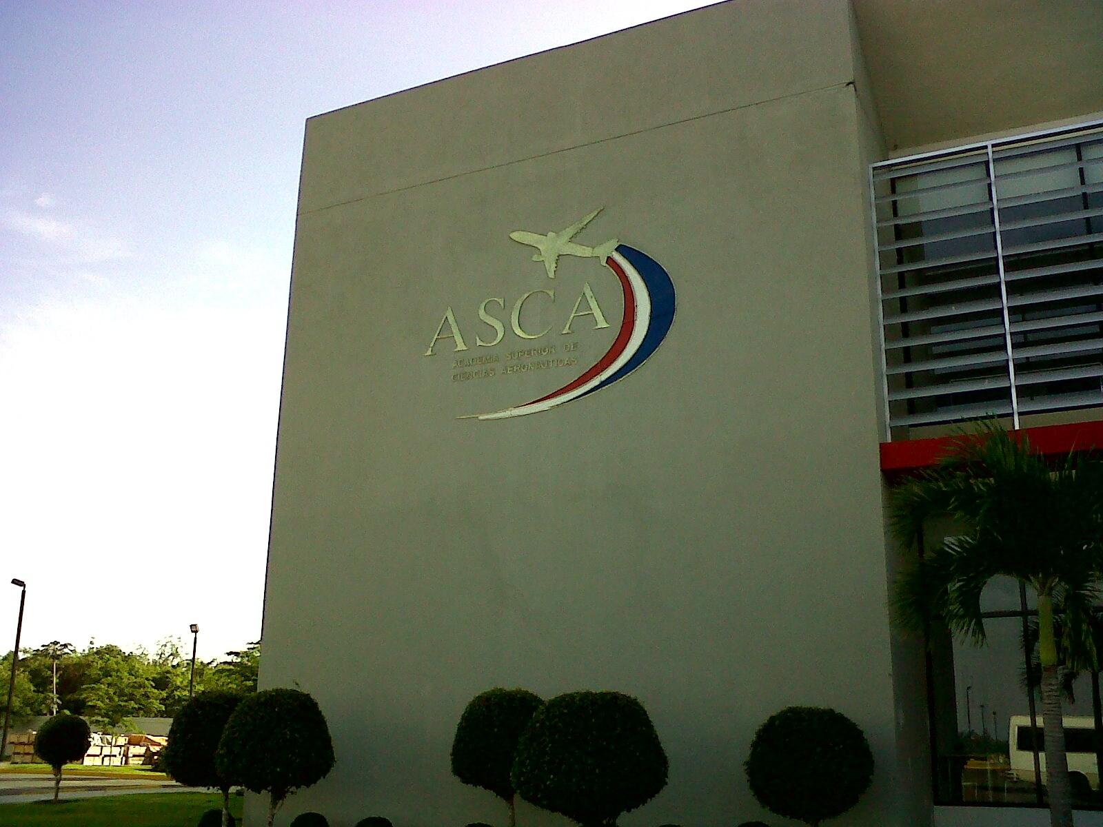Academia de Ciencias Aeronáuticas gradua 13 estudiantes haitianos