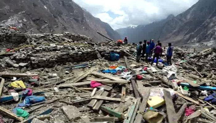 Nuevas avalanchas paralizan la búsqueda de 300 desaparecidos en Langtang
