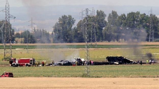 Un avión militar se estrella en las proximidades del aeropuerto de Sevilla