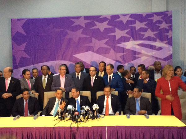 Acuerdo para aprobación de la reforma constitucional pone fin a crisis interna del partido morado